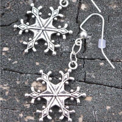 snowflake-earrings