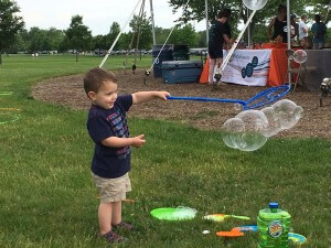 One walker was sidetracked by bubbles.
